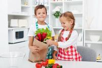groceries-kid-4933193-small.jpg