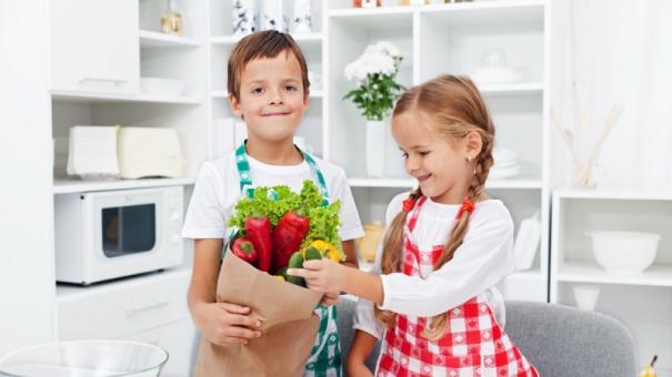 groceries-kid-4933193-small.jpg