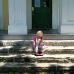 790902_sad_girl_on_steps.jpg