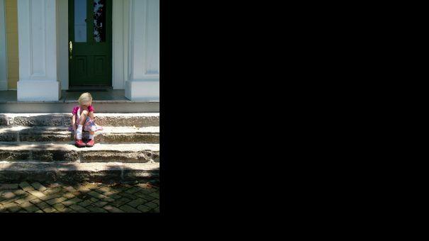 790902_sad_girl_on_steps.jpg